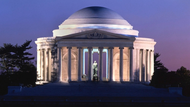 jefferson-memorial-lit-up